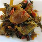 しんたろう - 卓上の辛子高菜。
