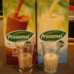 5523636 - チョコレート豆乳と普通の豆乳