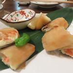 鮮度魚来 かさね - 海老とチーズの大葉春巻き。