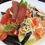 55242604 - トマトとムール貝 魚介のマリネ 冷製カッペリーニ。