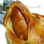 ベーカリー&カフェ リーノ - 肉パンの中身は巨大なソーセージ
