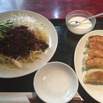 55254882 - ジャージャー麺の麺セット(餃子5個+杏仁豆腐)(800円)