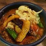 アジアンスープカリー べす - チキン野菜(5辛マイルド)+チーズ 1250円