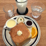 CROCE - CROCE (クローチェ)(愛知県一宮市開明教池)サイコロトースト(モーニングサービス)400円~コーンポタージュ・ポテトサラダ・メイプルシロップ・オレンジ・バター付き