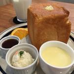 55255797 - CROCE (クローチェ)(愛知県一宮市開明教池)サイコロトースト(モーニングサービス)400円~コーンポタージュ・ポテトサラダ・メイプルシロップ・オレンジ・バター付き