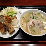 サイゴン - 鳥肉入り汁フォー + 揚げ春巻き・蒸し春巻き