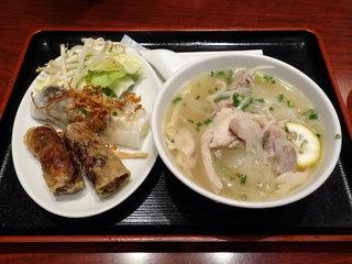サイゴン 有楽町店 - 鳥肉入り汁フォー + 揚げ春巻き・蒸し春巻き
