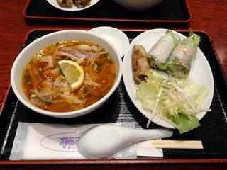 サイゴン 有楽町店 - 辛口牛肉汁フォー + 生春巻き・揚げ春巻き 1,000円