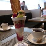 春華堂 カフェサロン - うなぎパイV.S.O.Pの紅茶パフェ
