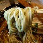 武庵花福 - ホウレン草が練り込まれた少し緑がかった麺