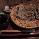 矢的庵 - ボキが注文したのは、ざるそば1000円。 寒いから最初、温かいお蕎麦をいただく予定だったけど、 お部屋が暖かいし、冷たいお蕎麦の方が 麺のコシがよく分かると思い、ざるそばにしました。