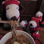 矢的庵 - 餅天がたくさん入ってて結構ボリュームがあるから、 食べるのを手伝ってあげるね。  ちびつぬ「全部食べちゃダメよ~」