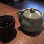 矢的庵 - ざるそばを食べ終わる頃に出していただいた そば湯(お蕎麦のゆで汁)だよ。残ったそばつゆに そば湯を入れて適当な濃さに薄めて飲むようになってます。