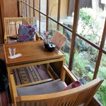 カフェ青 - 座ったテーブル席です