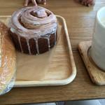bakery&coffee sora no kujira - シナモンロールとポテサラコッペパン