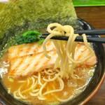 三竹寿 - 横浜家系豚骨ラーメン 690円