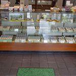 太田甘池堂 - 太田甘池堂では様々な大きさや種類の羊羹をたっぷり取り扱っているお店で、ちょっとした小鹿野町土産としてオススメしたいお店です。