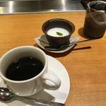 55273885 - 今井屋・デザートの杏仁豆腐とコーヒー