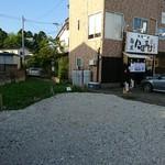麺屋 にぼすけ - 駐車場からパシャ