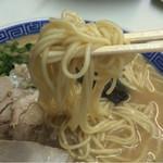 55275067 - 麺はスープが絡みやすい中細麺で舌触りは少しザラついてて美味い麺です