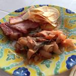 花葡萄 - ベーコンに豚キムチ、ポテトチップス