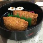 門前そば 山彦 - きしめん についてくるお寿司。干ぴょう巻きもある。