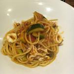 ラ・ゴレーナ - 白イカとズッキーニのトマトソース