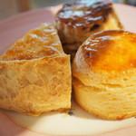 アスコットティールーム - ケーキスタンド・中段スコーン2種とキッシュ