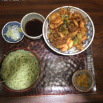 名古屋 - 平日限定のかき揚げ丼セット ただしセットメニューはかき揚げ丼セットだけです。
