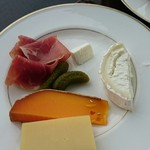 タワーズグリル - チーズや生ハム
