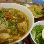 ニャーヴェトナム・フォー麺 - ブンボーフェ カレーセット
