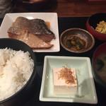 貝、磯料理 海然 - 本日の煮魚定食800円(すずきの煮付け)