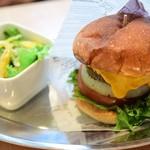 アメリカン食堂 カリフォルニアダイナー ヘンリー - デリシャスバーガー