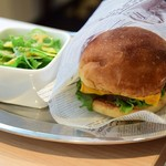 アメリカン食堂 カリフォルニアダイナー ヘンリー - クラシックチーズバーガー