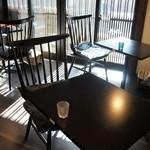 卯さぎ - 奥のテーブル席でいただきます