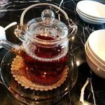 55300460 - サービスの温かい中国茶。