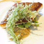 55303561 - ランチコース 3500円 の真鯛のポアレ 野菜と生麦のリゾット、オカヒジキの天ぷら