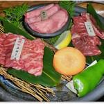 55304233 - 3種の肉が選べるランチで、上ロース、牛タン、ハラミ
