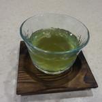 諏訪園 - 食後のほうじ茶も出ます ※量は少ない