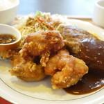 有明食堂 ビアホフ - 若鶏の唐揚げ&ハンバーグ定食 950円。