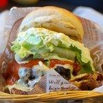JUNK JACK - 料理写真:ハーフパウンダーチーズバーガー