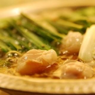博多名物モツ鍋と炙り地鶏の水炊き鍋!