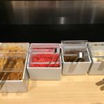 TOKYO豚骨BASE - 卓上のもやしや薬味