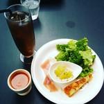 55316053 - ガスパチョと冬瓜のそぼろ煮が夏らしい前菜。
