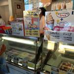 ブルーシールアイスクリーム - ソフトクリームもあります。