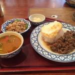 55319822 - 日替わりランチ…2種類のバジル炒め…スープはトムヤムクンスープ、本場の味