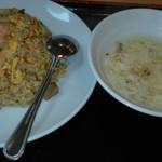 山手餃子 - 五目チャーハンとスープ