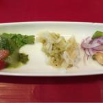 55322046 - ランチセット(税込1,404円)                       前菜3種。                       左にある冬瓜をバジリコで和えたものが技ありの美味しさ。