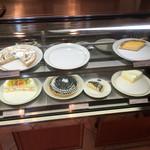 EAT - ケーキは 日によって色々♪( ´▽`)