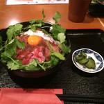 牛カツ東京 - ビーフ丼(880円)+パクチー(100円)【平成28年5月2日撮影】